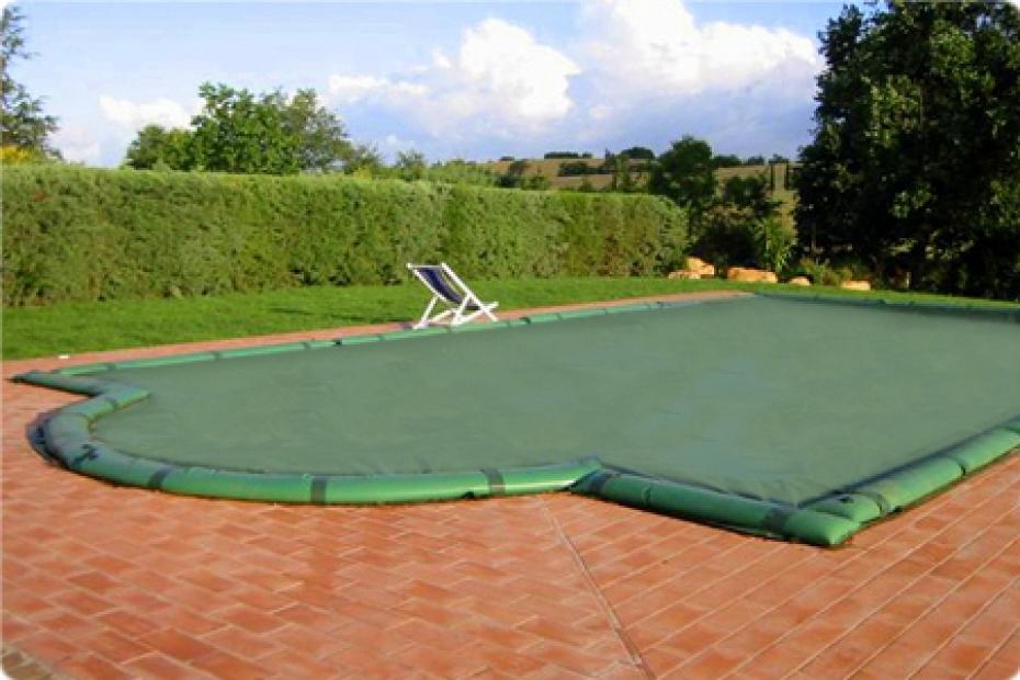Telo di copertura invernale per piscina con tubolari for Riparare piscina