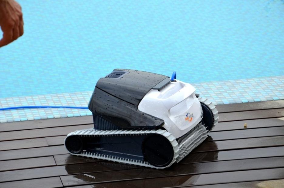 Robot piscina per fondo piatto o curvato in vendita online - Pulitore per piscina ...