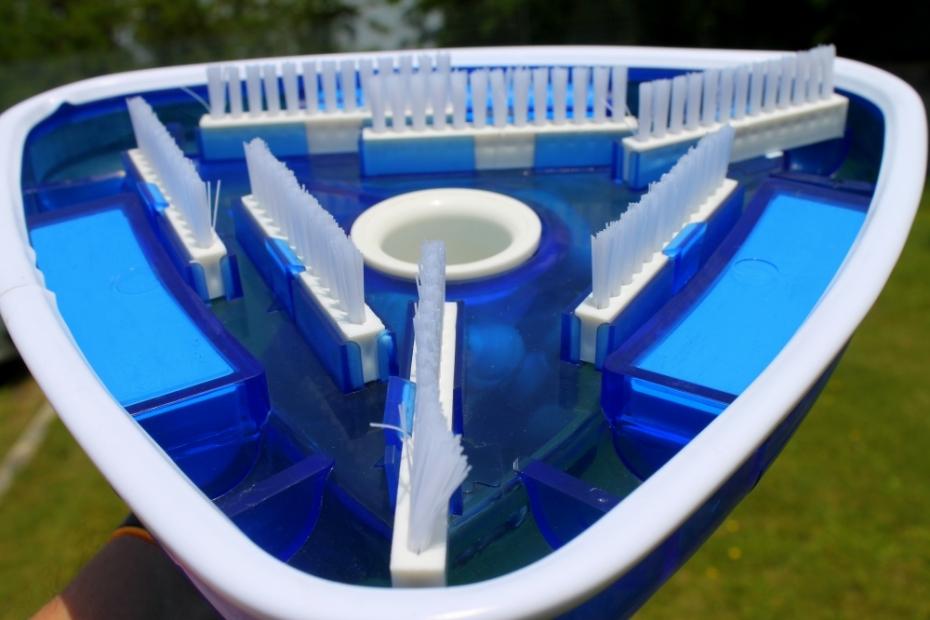 Aspirafango scopa aspirafondo triangolare pulizia piscina moko for Scopa per piscina