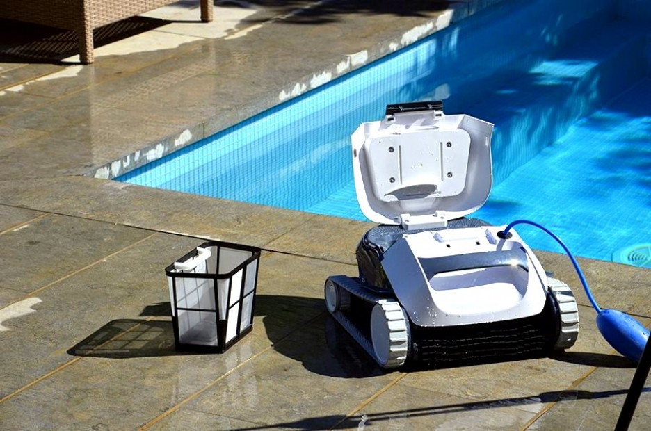 Maytronics dolphin poolstyle ag plus ultraclean digital for Test robot piscine